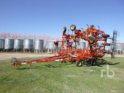 2012 BOURGAULT 9400 48 Ft Cultivator