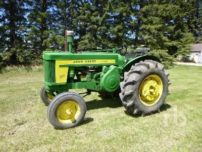 1958 JOHN DEERE 720 Antique Tractor