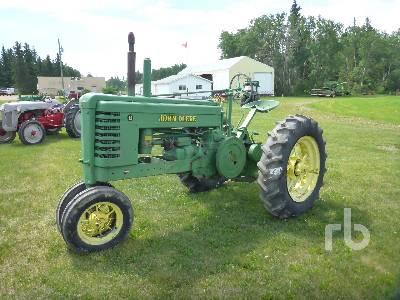 JOHN DEERE B 2WD Row Crop Antique Tractor