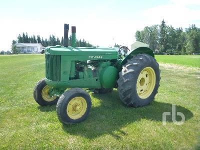 JOHN DEERE MODEL 60 Antique Tractor