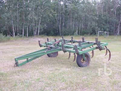 JOHN DEERE 100 14 Ft Cultivator