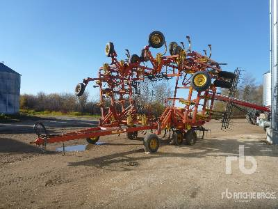 1995 BOURGAULT 9200 48 Ft Cultivator